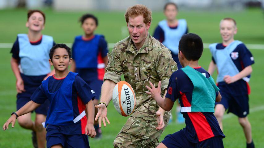 Coole Socke: Prinz Harry spielt Rugby mit Neuseelands Kids!