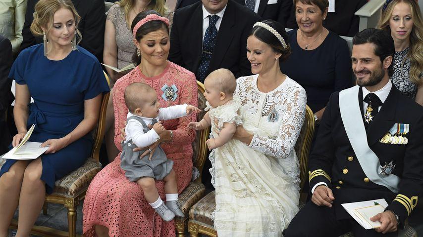 Alexanders Taufe: So süß kabbeln sich die Baby-Prinzen!