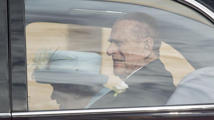 Prinz Philip und Queen Elizabeth II. im Wagen