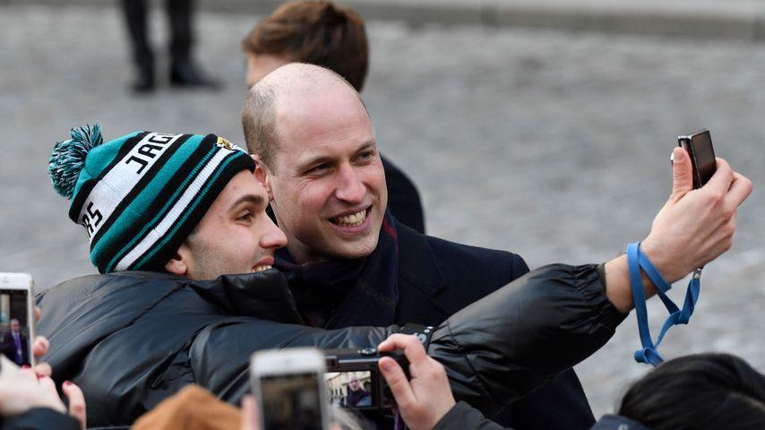 Seltenheit in Schweden: Prinz William macht Selfie mit Fan!