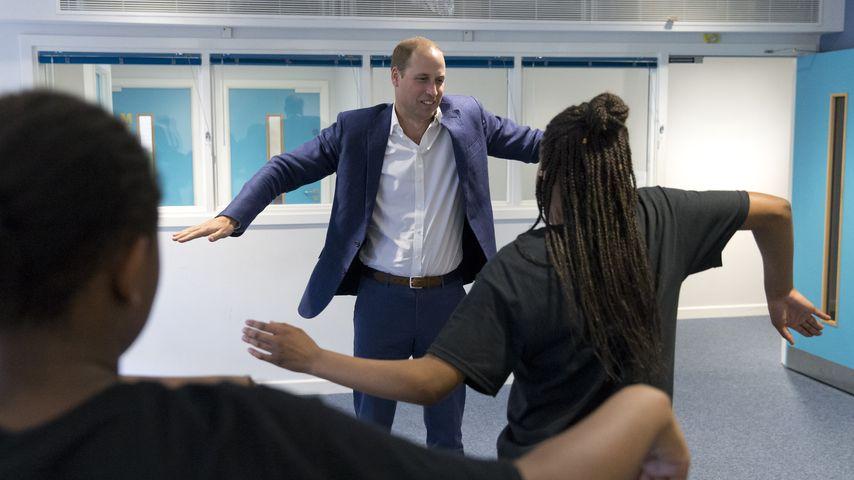 Prinz William tanzt in einem Jugendzentrum