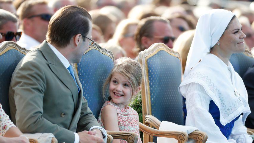 Prinzessin Estelle gemeinsam mit Papa Daniel und Mama Victoria