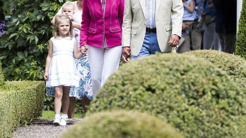 Prinzessin Estelle von Schweden bei einem Fototermin mit der Königsfamilie