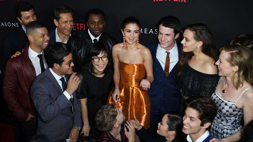 "Produzentin Selena Gomez mit dem Cast von ""13 Reasons Why"""