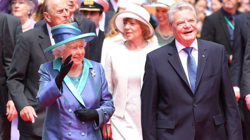 Queen Elizabeth II. mit Bundespräsident Joachim Gauck 2015 in Frankfurt