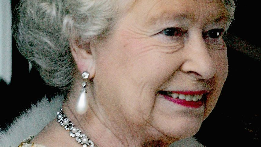 Queen Elizabeth II. in London im November 2004