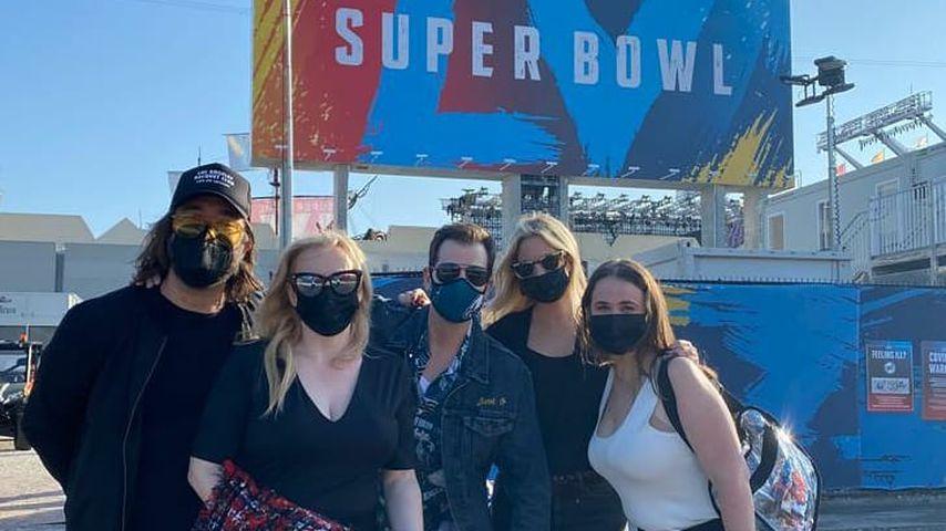 Rebel Wilson mit Freunden in Tampa, 2021