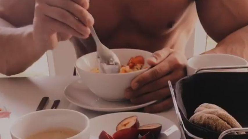 Ricarda Raatz' Freund Patrick beim Frühstücken