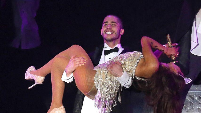 Ricky Alvarez und Ariana Grande 2015 auf der Bühne in Mailand