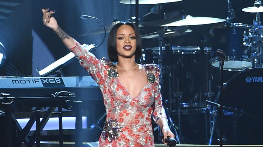 Provokante Pose: Rihanna gewährt besonders tiefe Einblicke