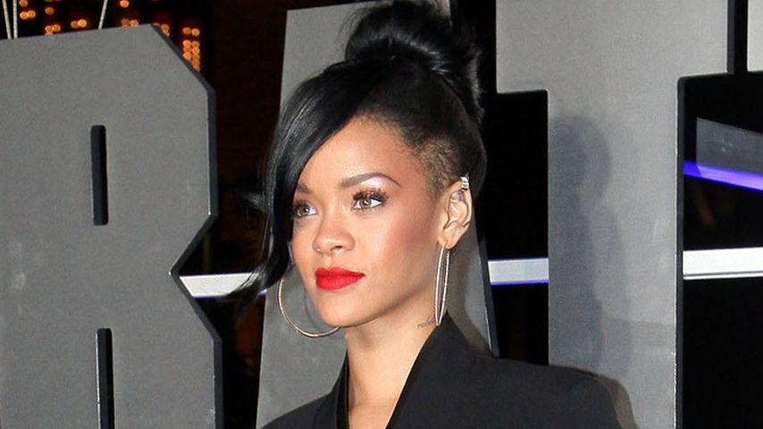 Rihanna ganz ladylike im Stella McCartney-Jumpsuit