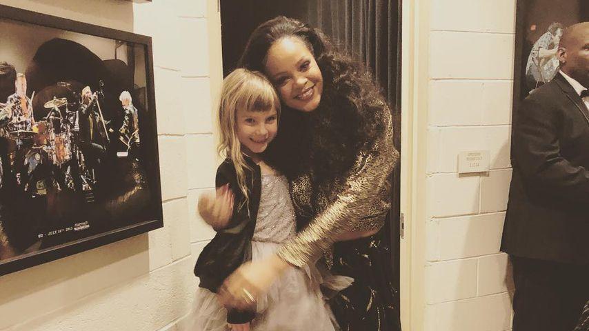 Rihanna (r.) mit Pinks Tochter Willow Hart