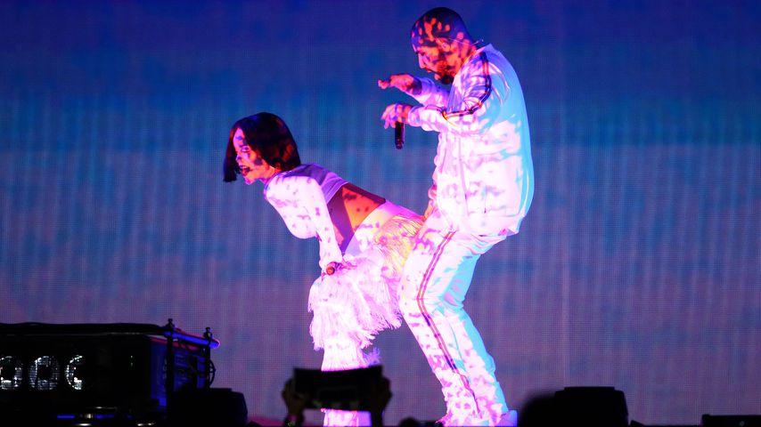 Guck mal! Rihanna lässt bei Konzert ganz schön tief blicken