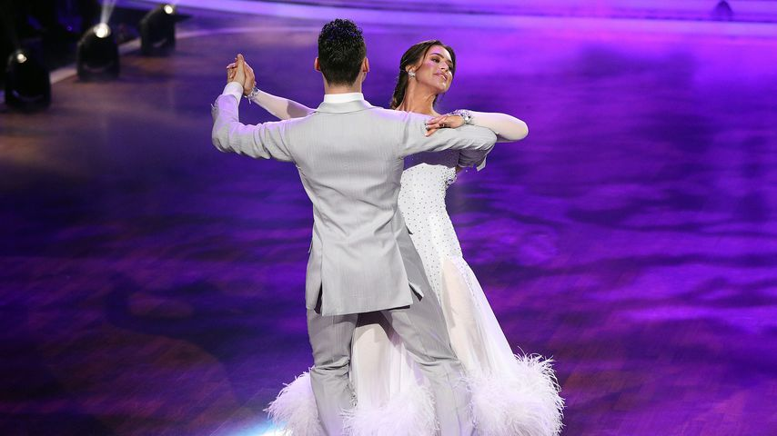 """Robert Beitsch und Jessica Paszka bei ihrem Slowfox bei """"Let' Dance"""""""