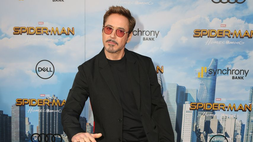 Red-Carpet-Tanz! Robert Downey Jr. hat Spaß bei Filmpremiere