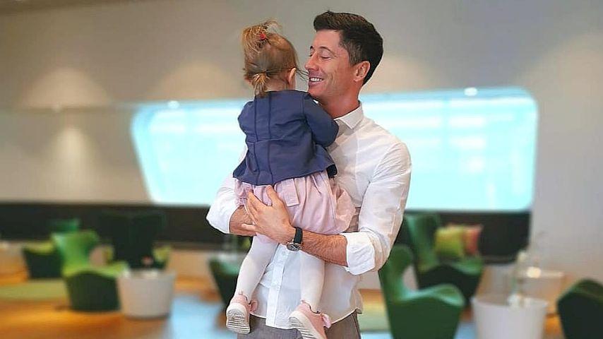 Robert Lewandowski mit seiner kleinen Tochter