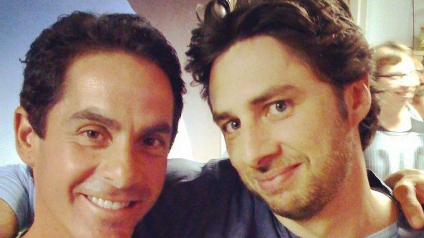"""Robert Maschio und Zach Braff am Set von """"Scrubs"""""""