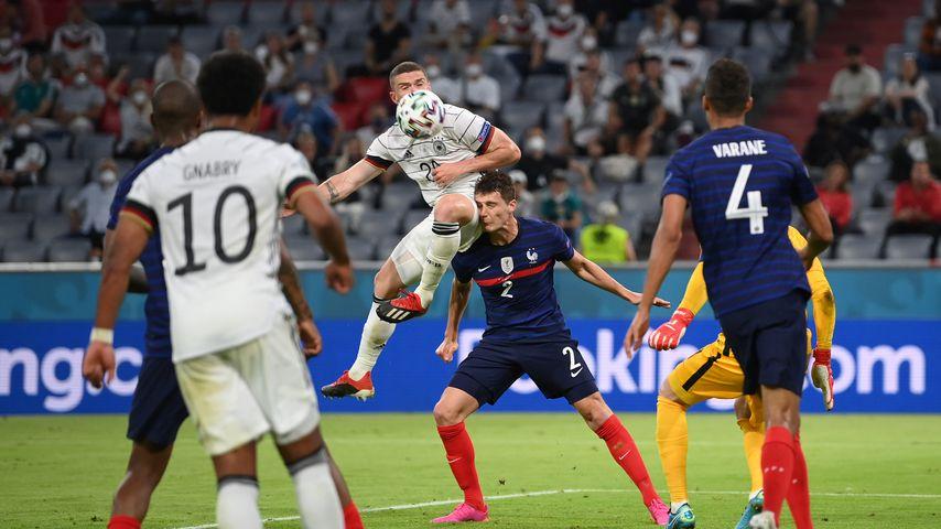 Gehirnerschütterung: Pavard bei Deutschlandspiel bewusstlos