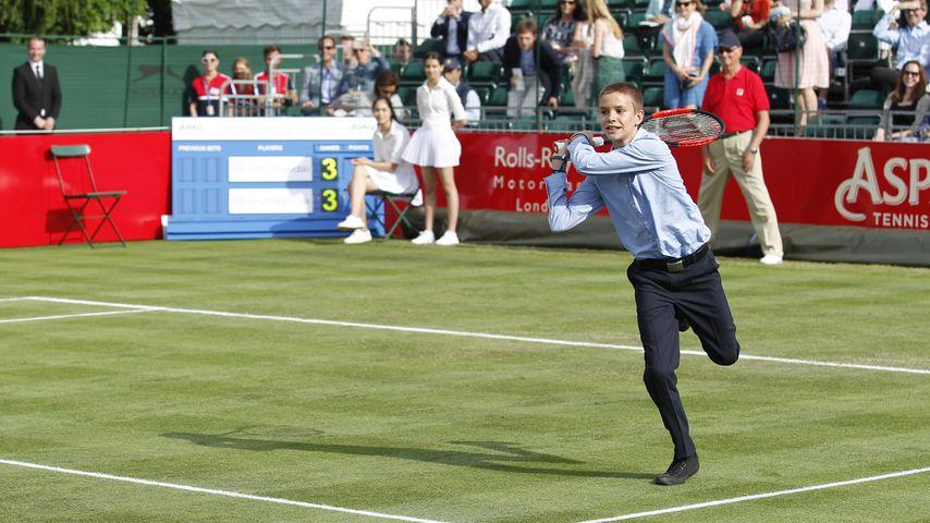 Romeo Beckham sorgt für Aufsehen: Ein Tennismatch im ANZUG?