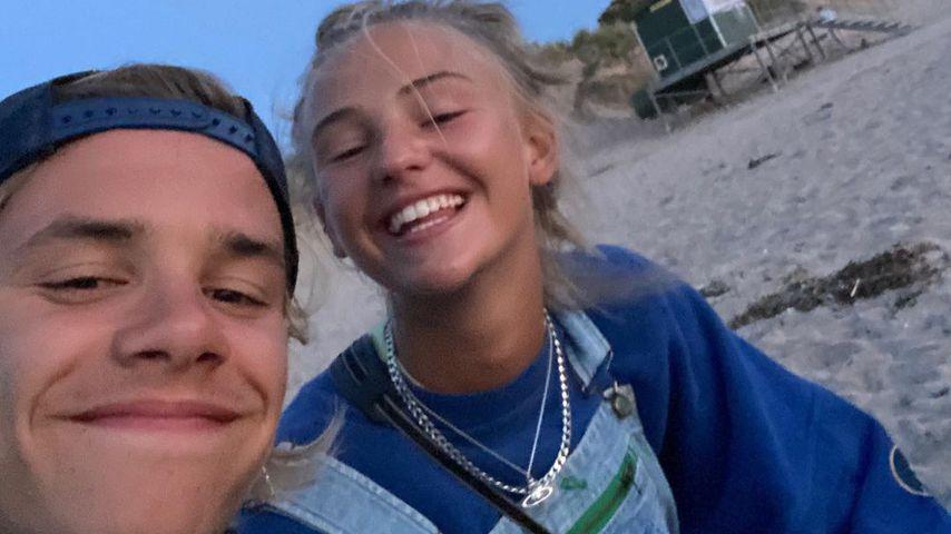 Romeo Beckham mit seiner Freundin Mia Regan