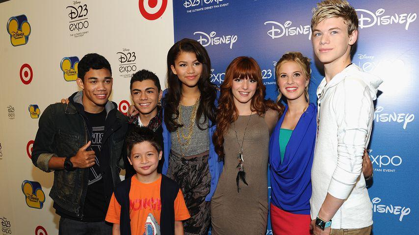 """Caroline Sunshine (zweite von rechts) inmitten ihrer """"Shake It Up""""-Co-Stars"""