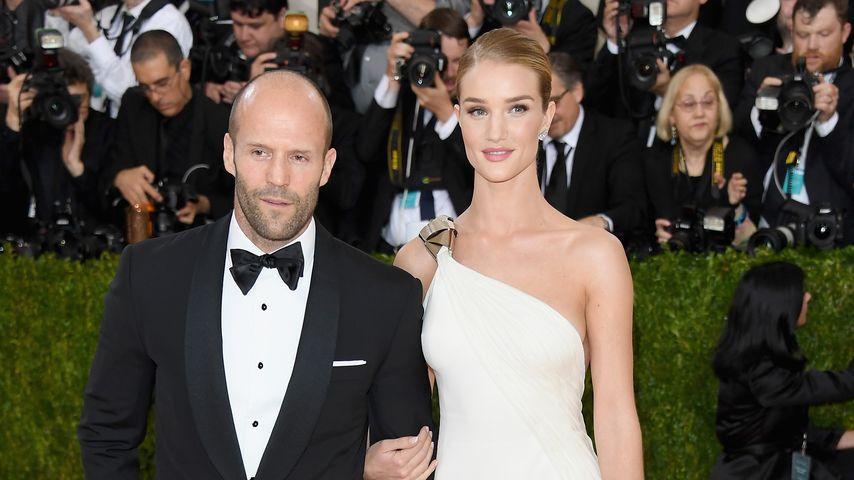 Jason Statham und Rosie Huntington-Whiteley bei der MET-Gala 2016