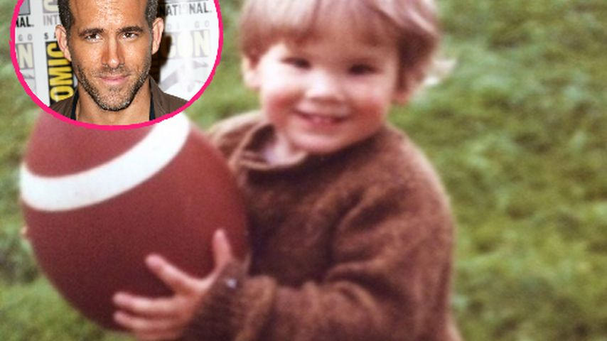 Größen-Duell! Mini-Ryan Reynolds konkurriert mit Football