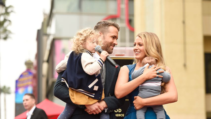 Ryan Reynolds und Blake Lively mit ihren Töchtern James und Inez im Dezember 2016 in Hollywood