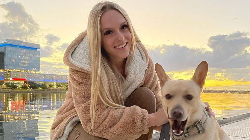 Rylee Goodrich mit ihrem Hund