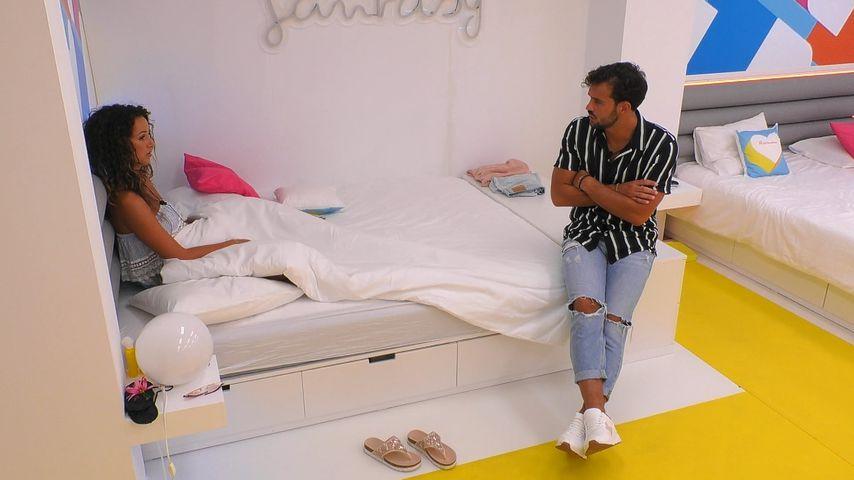Samira und Yasin im Schlafsaal der Villa