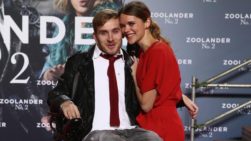 """Samuel Koch und seine Frau Sarah Elena Timpe bei der """"Zoolander 2""""-Premiere im Februar 201"""
