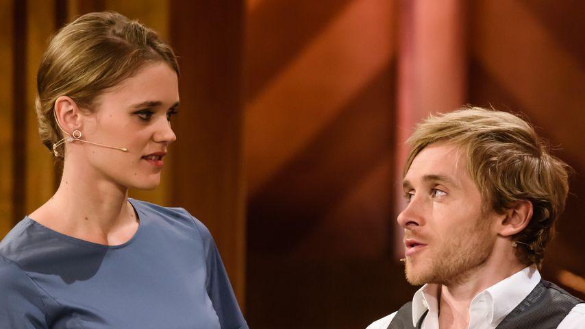 Sarah Elena Timpe und Samuel Koch auf der Bühne