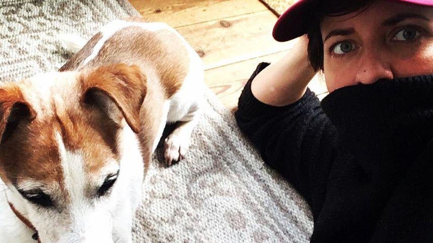 Sarah Kuttner mit ihrem Hund im März 2020