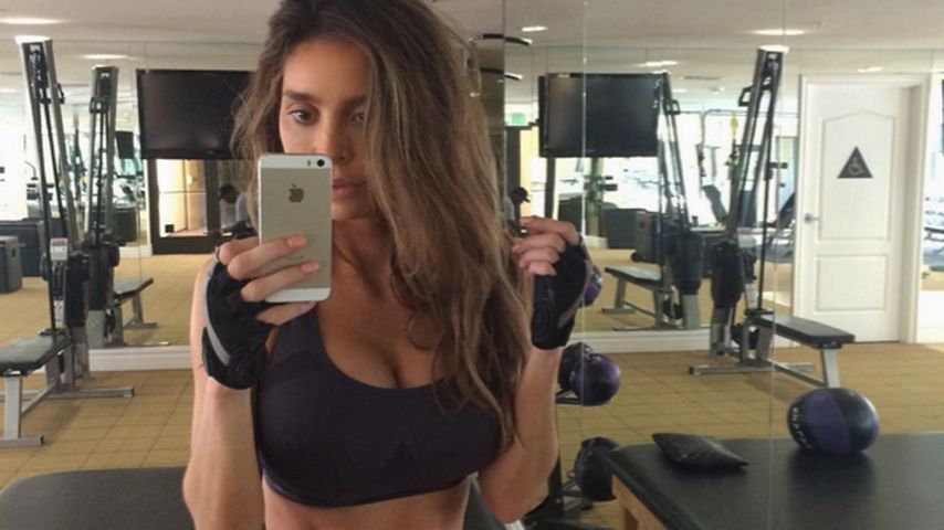 Sexy Sixpack-Mom! Sarah Stage zeigt ihr Workout