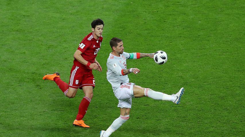 Sardar Azmoun und Sergio Ramos während des WM-Spiels zwischen dem Iran und Spanien