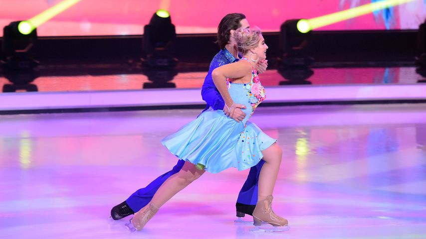 "Sarina Nowak mit David Vincour bei ""Dancing on Ice"""