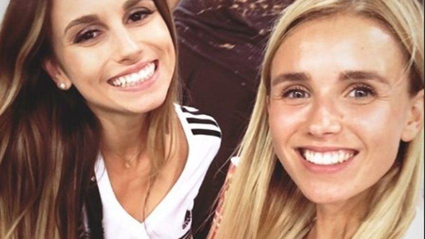 Christina Ginter und Scarlett Gartmann beim WM-Spiel Deutschland gegen Schweden