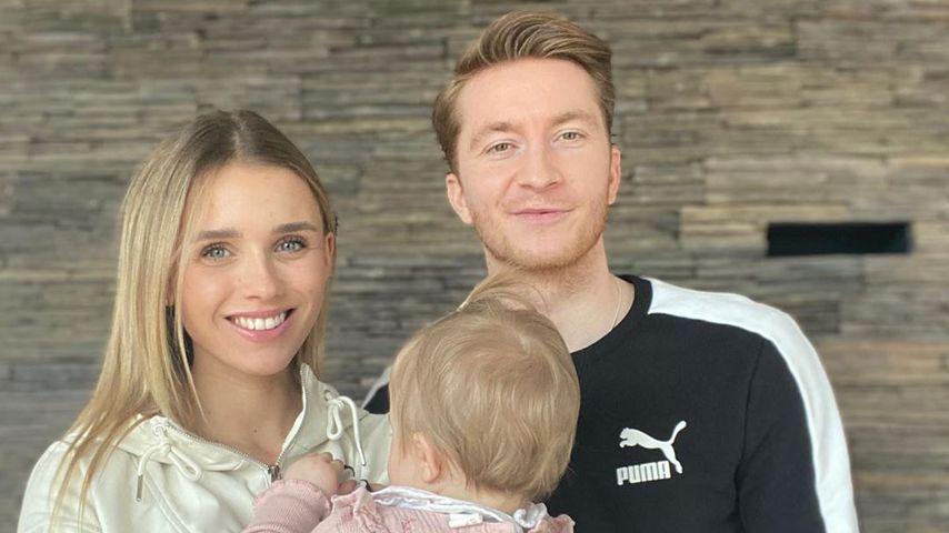 Superselten: Marco Reus und Scarlett posieren mit Tochter