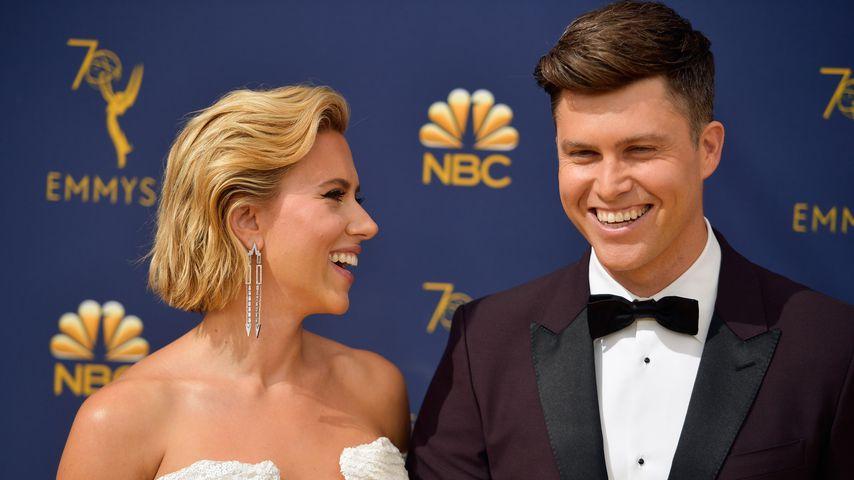 Scarlett Johansson und Colin Jost bei den Emmy Awards im September 2018