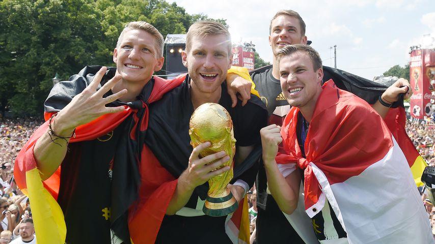 Bastian Schweinsteiger, Per Mertesacker, Manuel Neuer und Kevin Grosskreutz