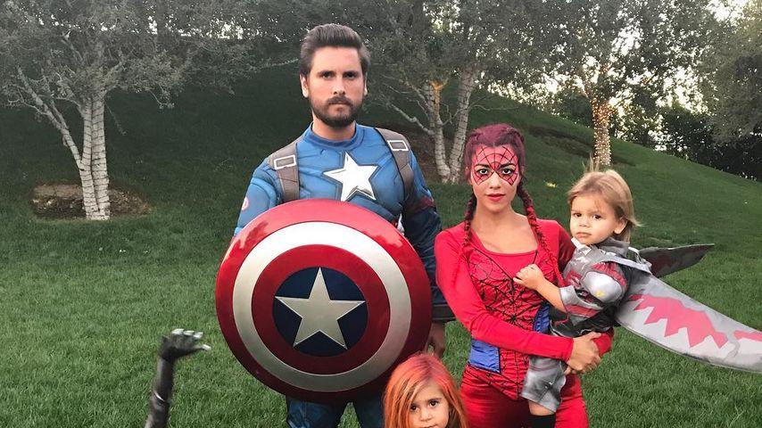 Scott Disick und Kourtney Kardashian mit ihren Kindern Mason, Penelope und Reign