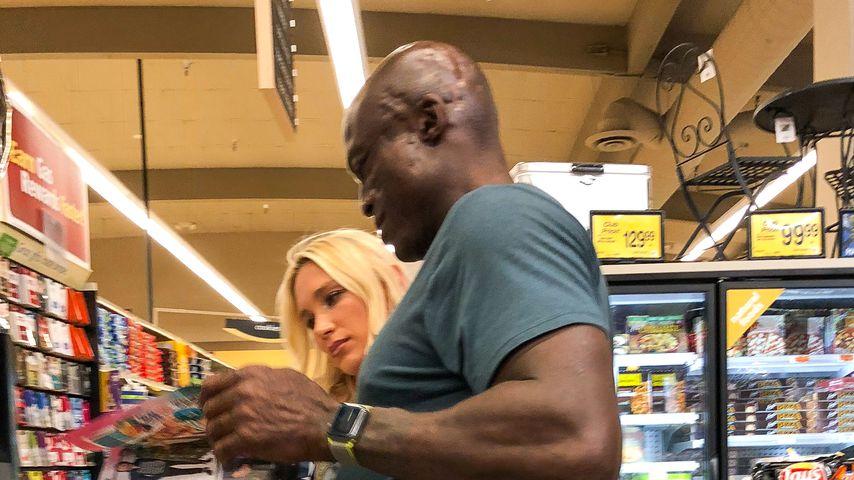 Seal mit einer Unbekannten in einem Supermarkt in Los Angeles
