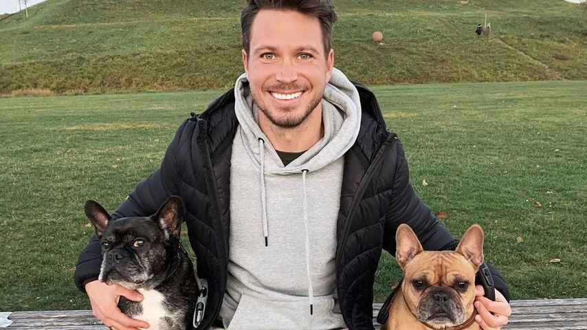 Sebastian Pannek mit seinen Hunden Louis und Lotti