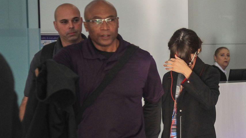 Mega-Polizeiaufgebot: So verlässt Selena Gomez den Flughafen