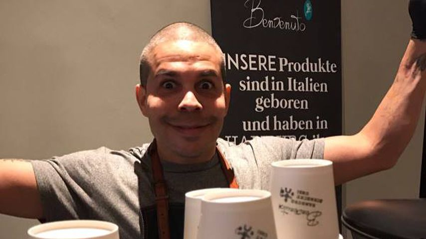 "Shaham Joyce in seinem Café ""Benvenuto"" in Hamburg"