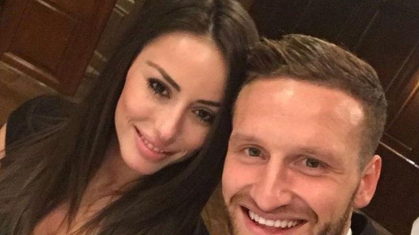 Seit 2 Jahren verlobt: So dankt DFB-Star Mustafi seiner Frau