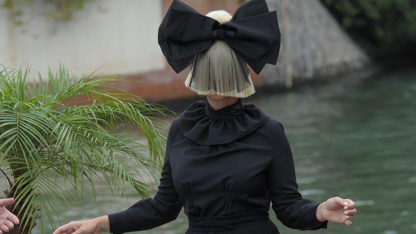 Abgefahrener Auftritt: Sia toppt ihr Perücken-Level