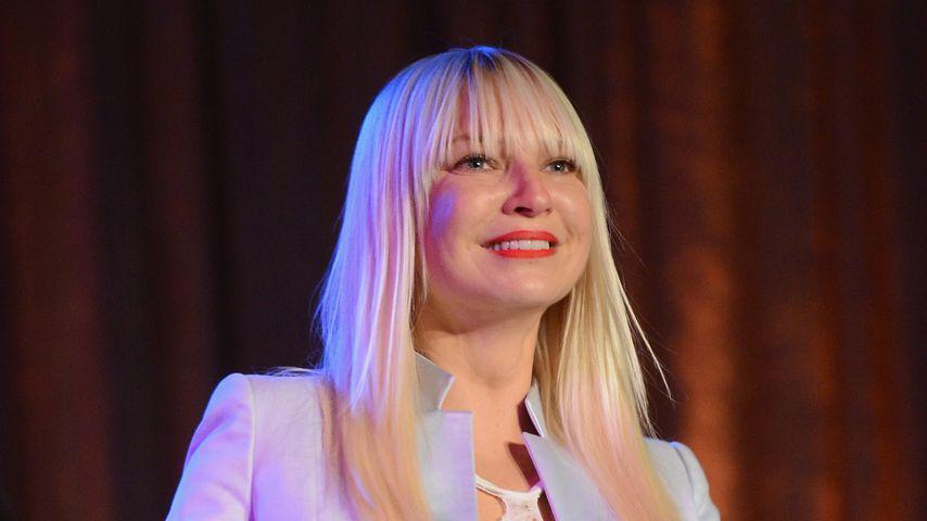 Sie sah ihre Söhne im TV: Sia adoptierte wegen Dokumentation
