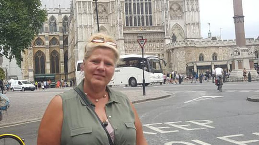 Silvia Wollny vor Westminster Abbey