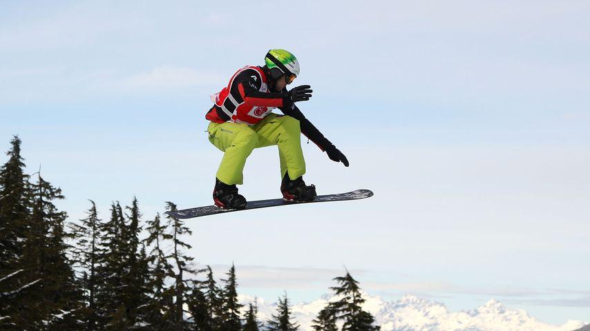 Snowboarder Markus Schairer aus Österreich bei einem Wettkampf